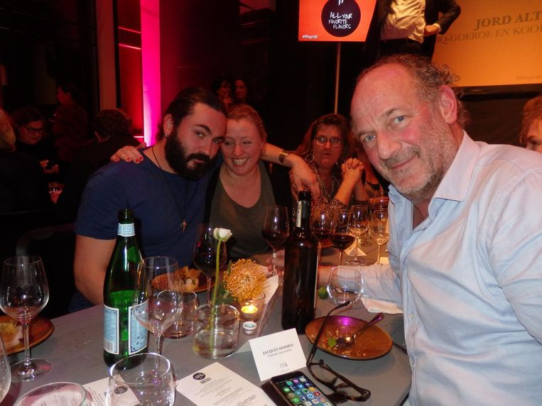 De culinair journalisten Joël Broekaert (NRC, nr. 21), Hiske Versprille (Parool, nr. 24) en Jacques Hermus (Dagblad van het Noorden, met stip binnen op nr. 54) Beeld Schuim