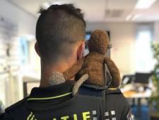 Politie Stichtse Vecht: van wie is dit lieve knuffelaapje?