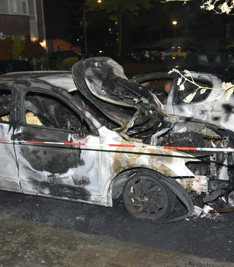 Politie gaat uit van brandstichting bij autobrand Dukaatstraat