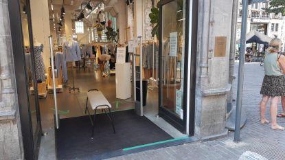 """Zes op de tien Gentse winkels laten deur openstaan terwijl airco draait: """"Je doet 's winters jouw ramen toch ook dicht?"""""""