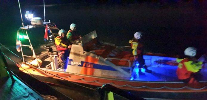 Hulpdiensten starten een zoekactie in de Biesbosch na noodsignalen.