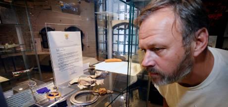 Stel adopteerde graf van vliegenier Robert Martin en krijgt nu onderdeel van zijn vliegtuig