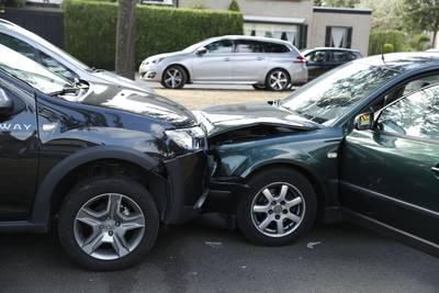 Frontale botsing in Teteringen, bestuurster vermoedelijk in slaap gevallen