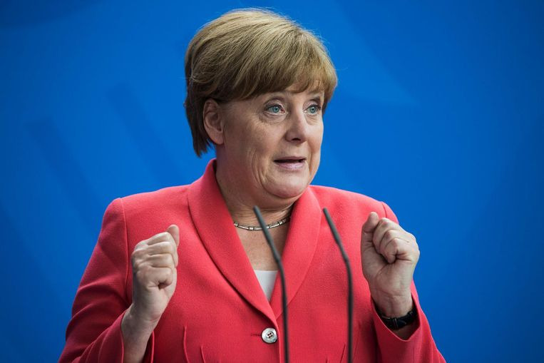 Fluwelen vuisten, stalen zenuwen en ijzeren discipline: de non-verbale retoriek van Angela Merkel in twaalf jaar bondskanselierschap Beeld AFP