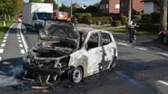 Bestuurster ontsnapt uit brandende auto