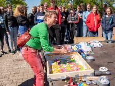 Leerlingen uit Nieuwleusen maken kunst door met auto te driften en spinnen