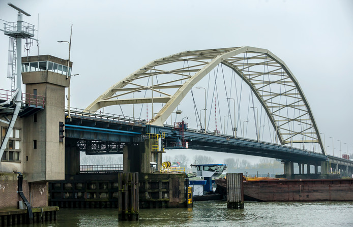 In totaal worden 188 stalen bruggen in heel Nederland onderzocht.