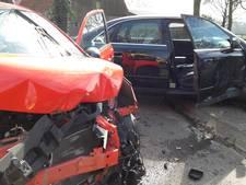 Auto's total loss bij aanrijding in Groesbeek