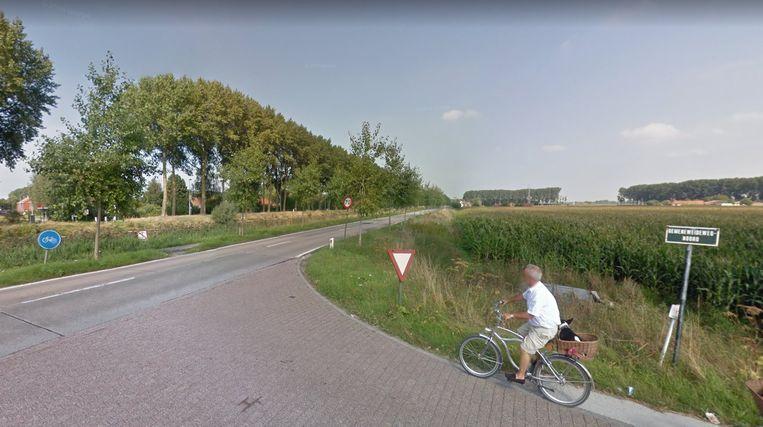 Het kruispunt van de Gemeneweideweg-Noord met de Damse Vaart.