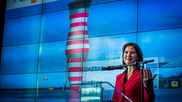 Minister Cora van Nieuwenhuizen tijdens een persconferentie over het uitstellen van het besluit om Lelystad Airport uit te breiden. Beeld anp