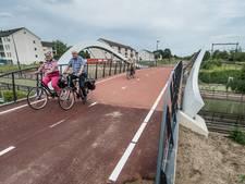 Een Hightech fietsbrug in Enschede om je vingers bij af te likken