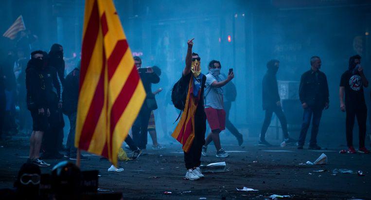 Demonstranten vrijdag in Barcelona. Beeld Freek van den Bergh / de Volkskrant