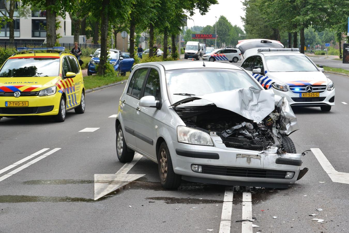 De auto raakte flink beschadigd bij het ongeval op de Nieuwe Kadijk in Breda