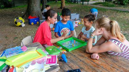 Kinderen maken plezier met Playmobiel