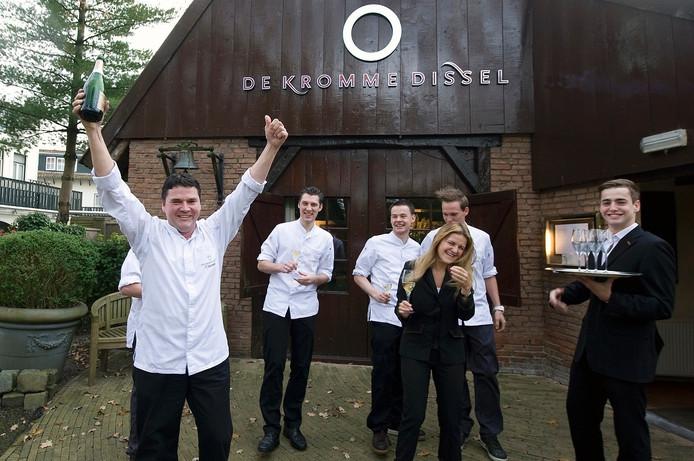Chef-kok Tonny Berentsen (links) mag ook in 2016 een Michelinster voeren met zijn restaurant De Kromme Dissel in Heelsum.