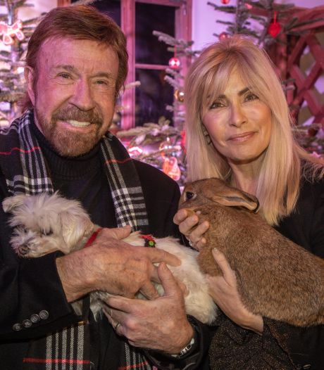 Chuck Norris klaagt erectiepillenbedrijf aan voor gebruik van zijn foto's
