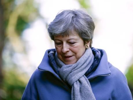 Positie May wankelt: Brussel ziet groeiende kans op chaotische brexit