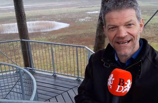 CDA-lijsttrekker Guus Mulders bovenop de uitkijktoren van zijn Reuselhoeve.
