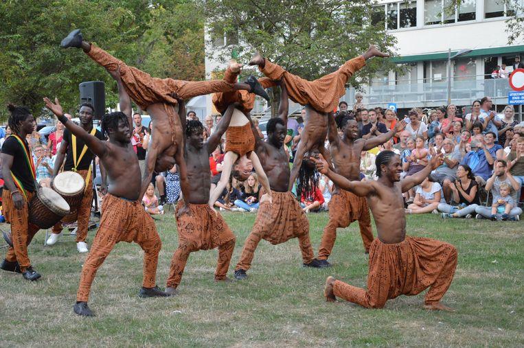 De Afrikaanse acrobaten van Amoukanama Circus doen verbluffende stunts tijdens 'De Donderdagen' vorig jaar.