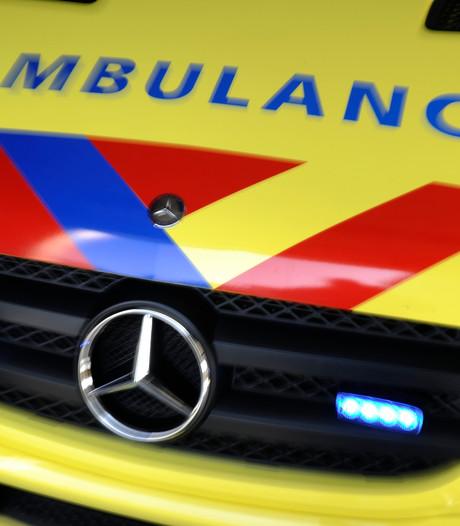 Auto slipt op A59 bij Oss en belandt tegen vangrail vanwege een spin