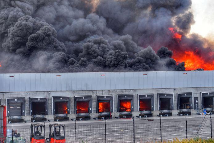 Zeer grote brand bij Van der Heijden Hapert.