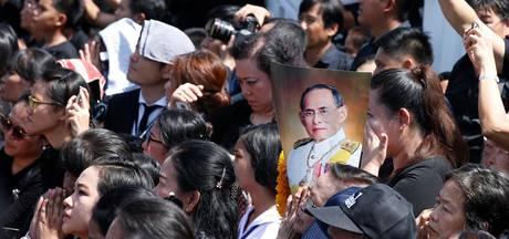 Bangkok volgeboekt tijdens crematie Bhumibol