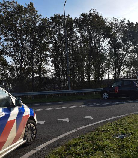 Ravage door ongeluk met drie auto's in Doetinchem: gewonde naar ziekenhuis