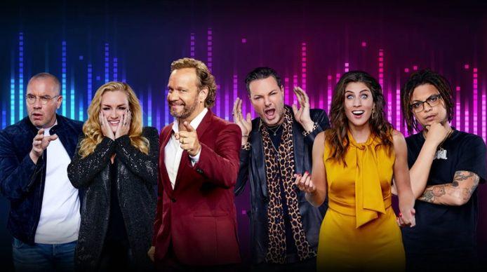 Jeroen van Koningsbrugge, Samantha Steenwijk, presentator Carlo Boszhard, Fred van Leer, Marieke Elsinga en Ronnie Flex (vlnr.).