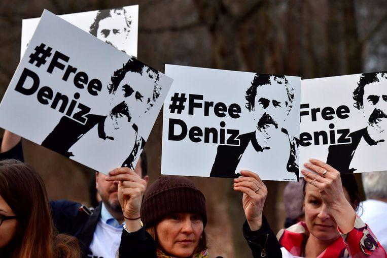 Manifestatie voor de vrijlating van de Duits-Turkse journalist Deniz Yucel, in febuari voor de Turkse ambassade in Berlijn. Yucel zit al 200 dagen vast.