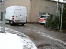 Politie haalt anderhalve trailer vol materialen voor hennepteelt uit bedrijfspand in Den Ham