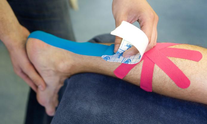 Het intapen van een been, ter illustratie.