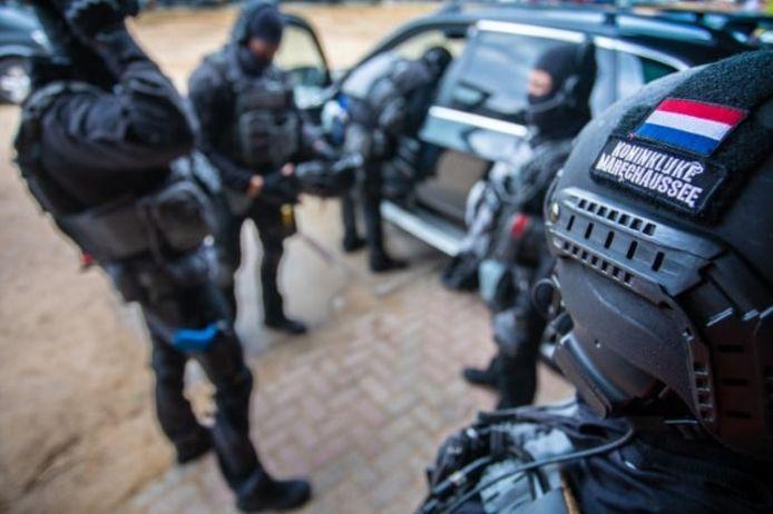 Het arrestatieteam van de Marechaussee.