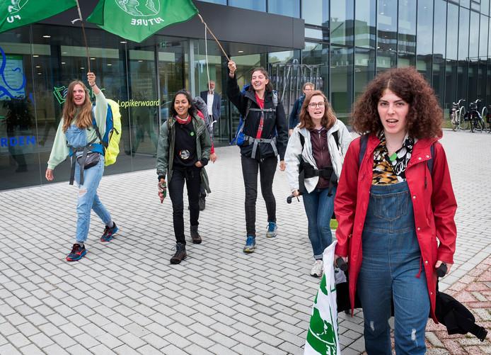 Klimaatstakers deden eind september Woerden aan voor een ontbijt op het gemeentehuis