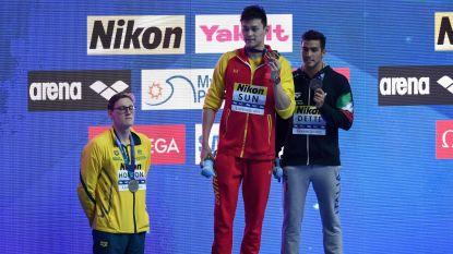Wereldkampioen sloopte bloedstalen met hamer, nu is zwemrivaal dé held door podium niet met hem te delen