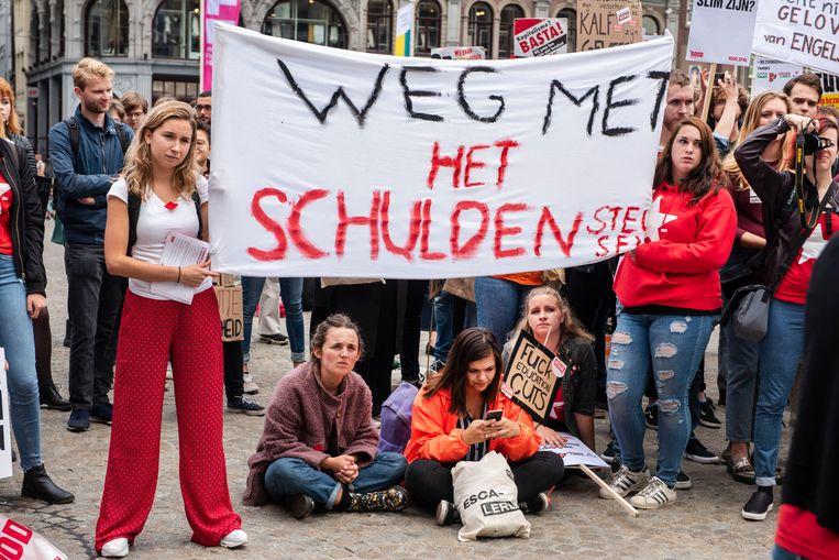 Het studentenprotest op de Dam in Amsterdam vorig jaar, tegen het plan van minister Van Engelshoven om studenten meer rente te laten betalen op studieleningen. Beeld ANP
