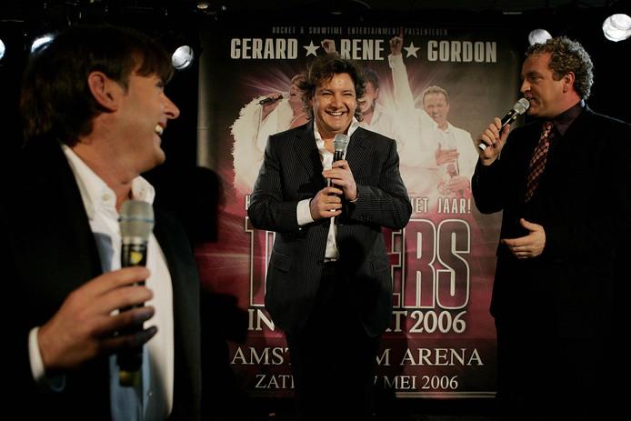 Tijdens een persconferentie in 2005. Het drietal maakt bekend dat Toppers in Concert 2006 plaatsvindt op 27 mei in de Amsterdam Arena.