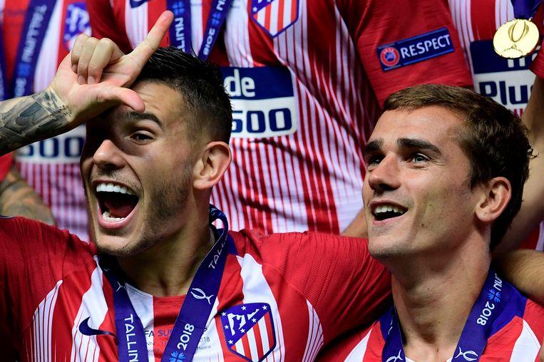 Ook Lucas Hernandez (l) stond in de Franse basis op het WK en doet een Fortnite-viering waarop Griezmann patent heeft.