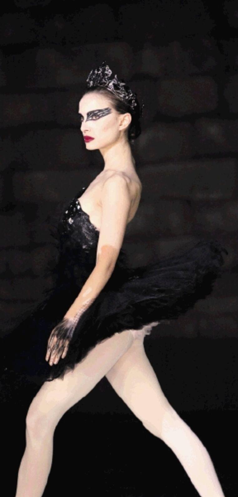Natalie Portman moet zowel de Witte als de Zwarte Zwaan spelen. (Trouw) Beeld REUTERS