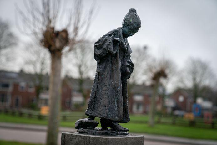 Het beeld Spelend Kind van kunstenaar Niek van Leest, in Gendt.