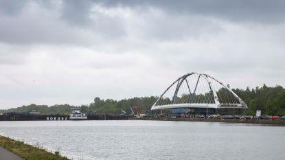 Invaren nieuwe brug over het kanaal in Stokrooie uitgesteld tot woensdag