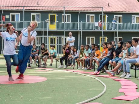 Doe Maar Mee, zegt het circus tegen de kinderen van het azc in Oisterwijk