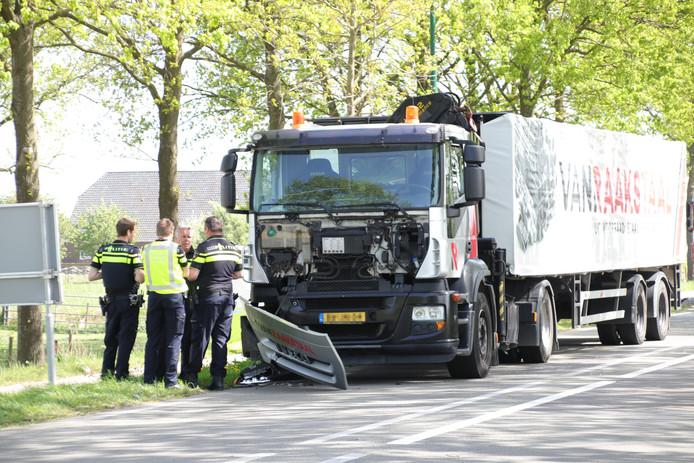 De situatie kort na de aanrijding op de N225 bij Wageningen.