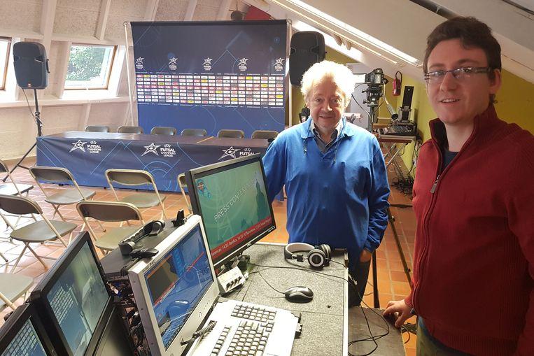 André Segers en Koen Oudaert van Stadsradio Halle. Die zal zowel de wedstrijden als de persconferenties uitzenden.
