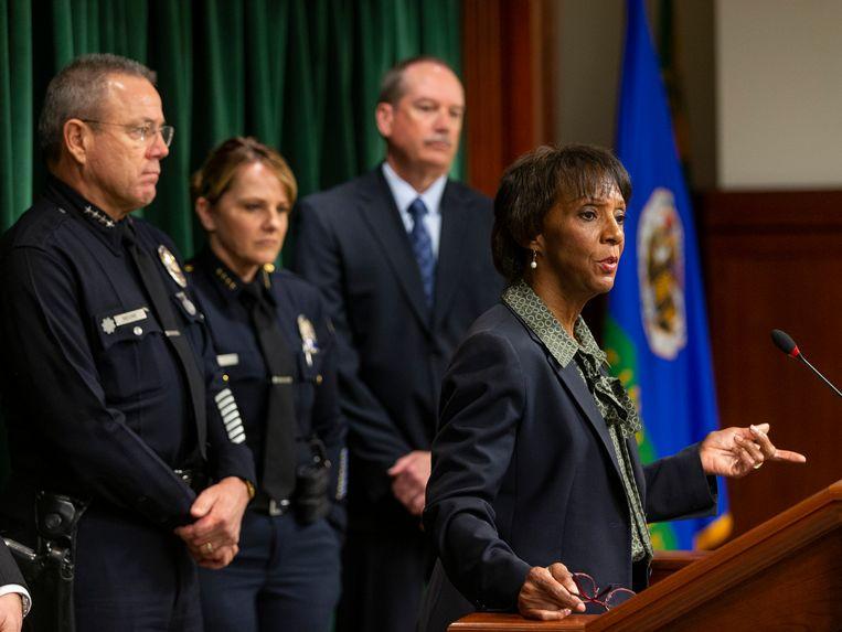 Officier van Justitie Jackie Lacey maakt in Los Angeles de twee nieuwe aanklachten bekend tegen Harvey Weinstein.  Beeld AP