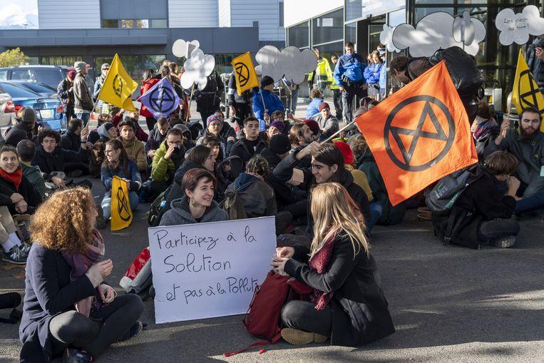 Klimaatactivisten van Extinction Rebellion hebben de vertrekterminal voor privéjets op de luchthaven van Genève geblokkeerd.