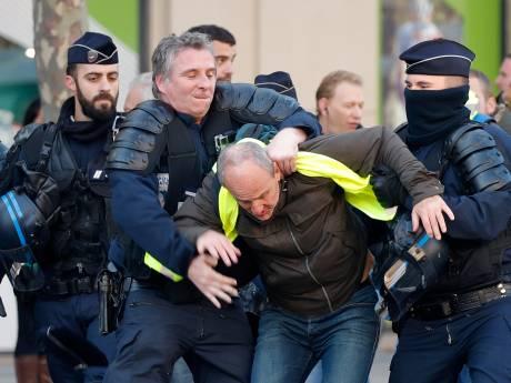 Dode en tientallen gewonden bij Franse protesten tegen hoge brandstofprijzen