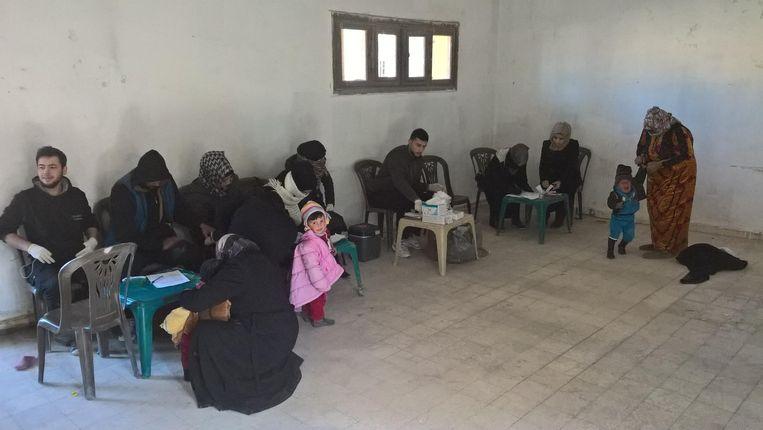 Kinderen worden gevaccineerd in Manbij. Beeld Karline Kleijer