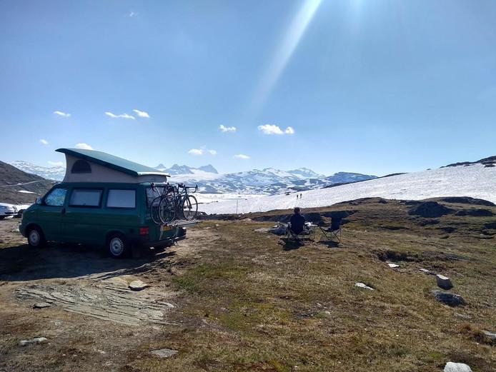 De camper waar Annelies mee door Noorwegen trok.
