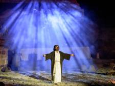 Enschedeër Jeff Benjamins viert Pasen als Jezus