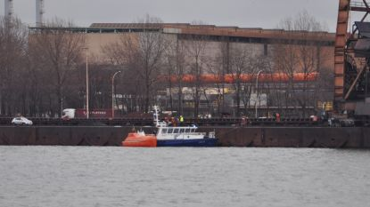 Schipper onderkoeld na val in kanaal, reddingsboot slaat ook los